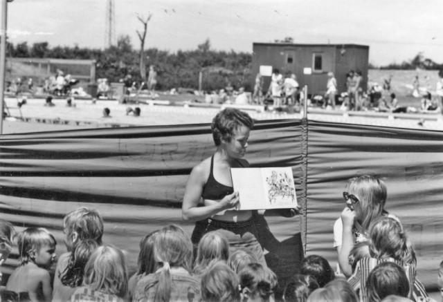 1978_12_1-Sagostund-med-Kathinka-Lindhe-Burlövsbadet-1975-1024x700
